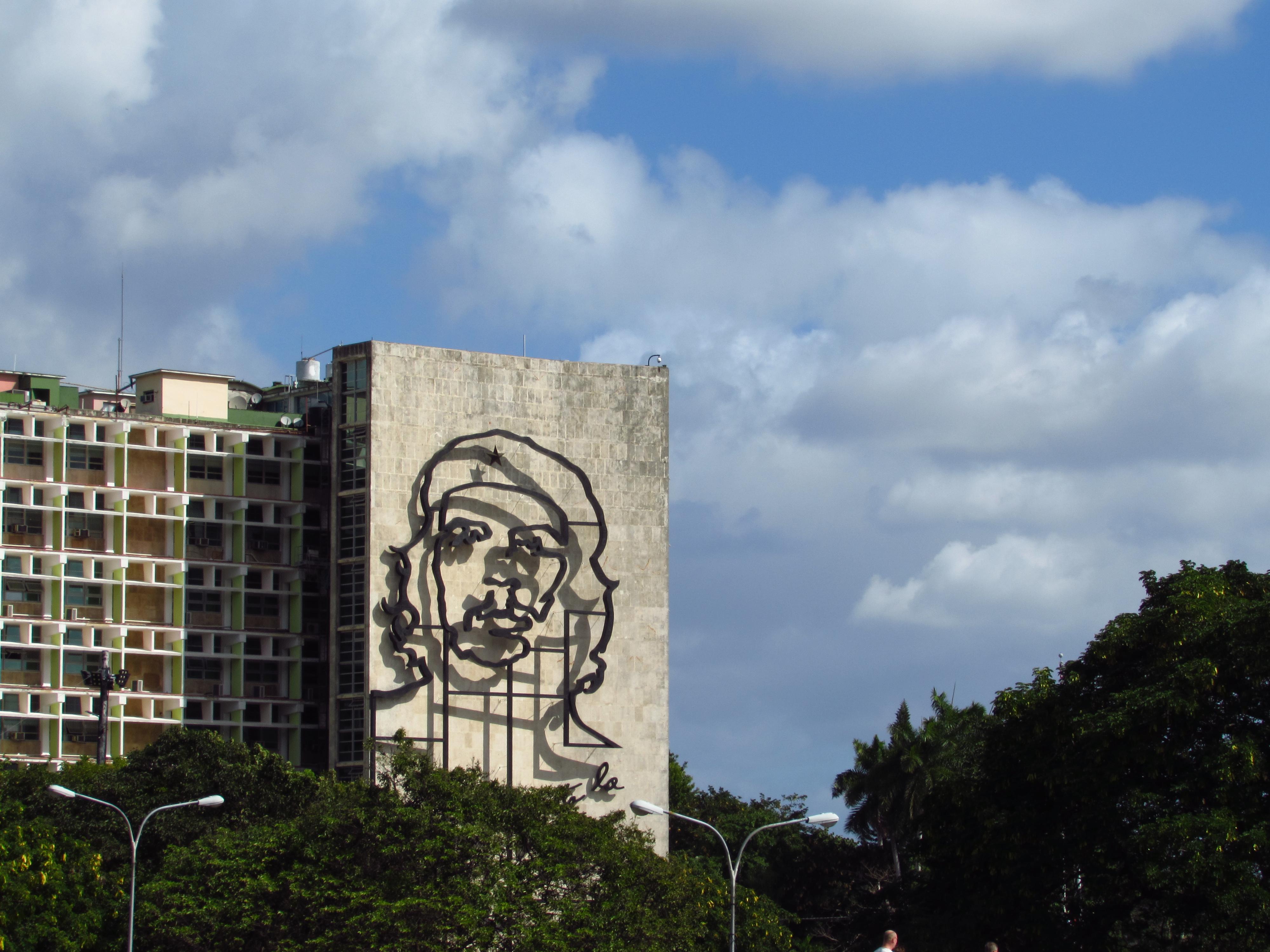 6. Kansallissankarit ovat näkyviä Kuubassa. Havannan Vallankumousaukio