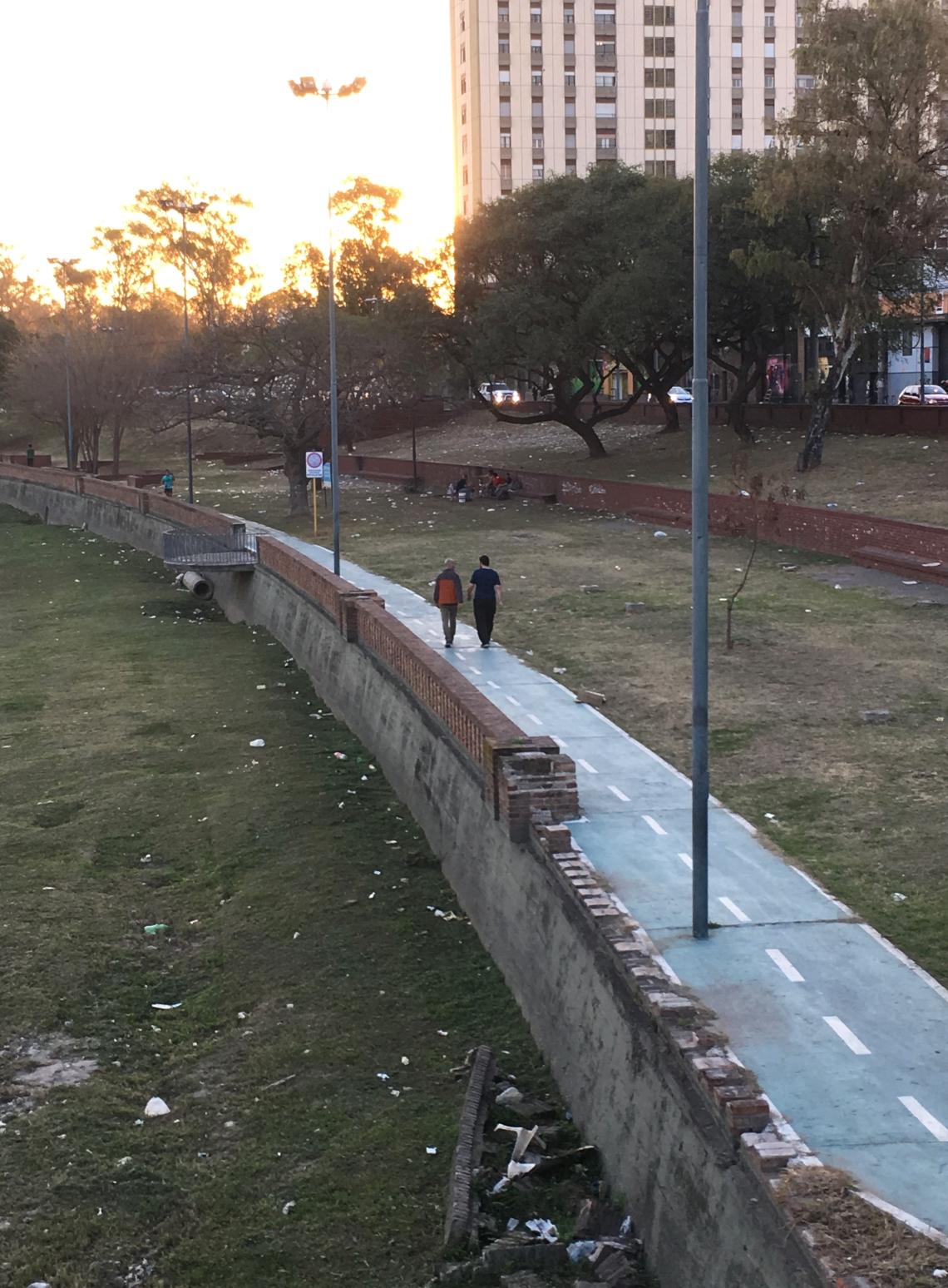 4. Haluaisitko ulkoilla tällaisessa puistossa Roskainen Córdoba